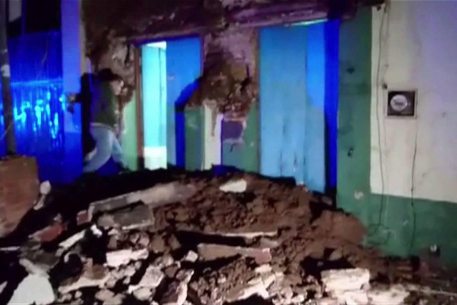 Casa fica danificada no centro de Oaxaca após um terremoto de 8,4 graus de magnitude atingir o México - 08/09/2017