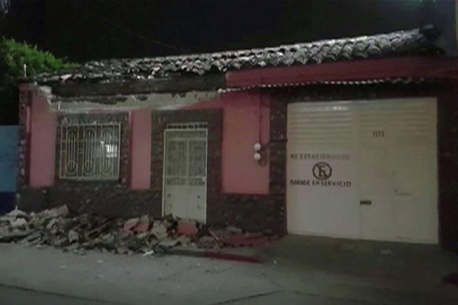 Casa fica danificada em Tuxtla Gutierrez, sul de Veracruz, após um terremoto de 8,4 graus de magnitude atingir o México - 08/09/2017
