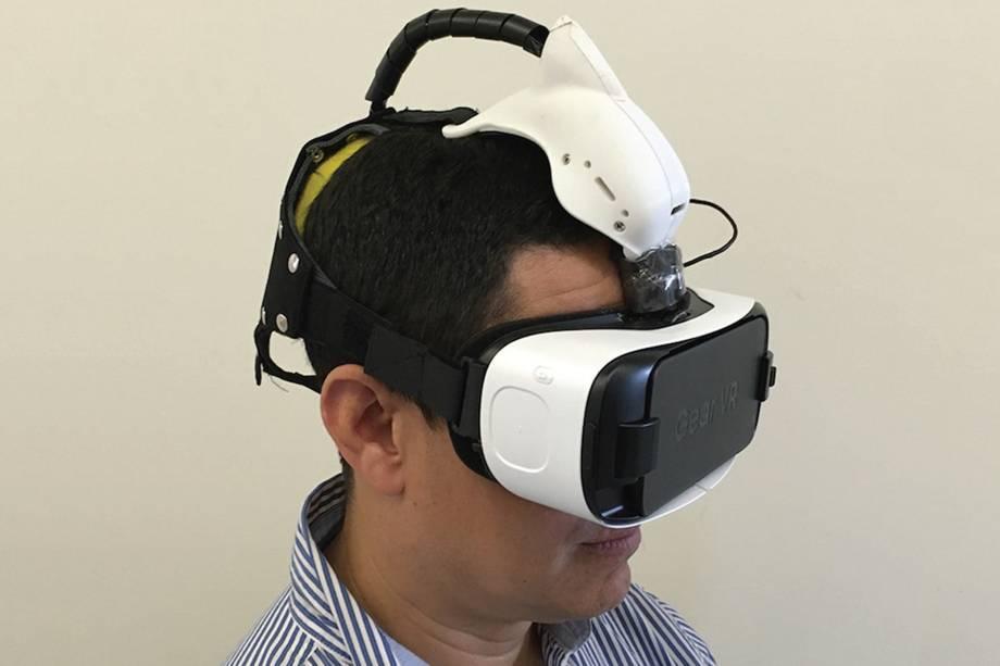 Primeiro protótipo do óculos, que utiliza a tecnologia de realidade virtual, o Samsung VR.
