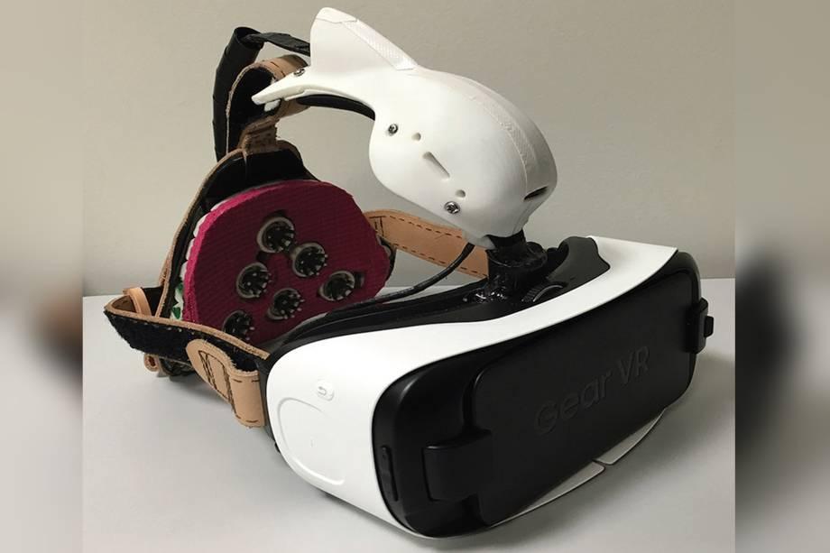 Primeiro protótipo do óculos, que utiliza a tecnologia de realidade virtual,o Samsung VR.