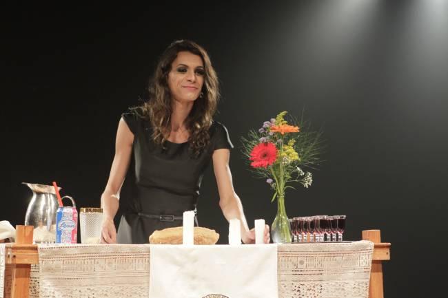 """Renata Carvalho em cena da peça """"O Evangelho Segundo Jesus"""""""
