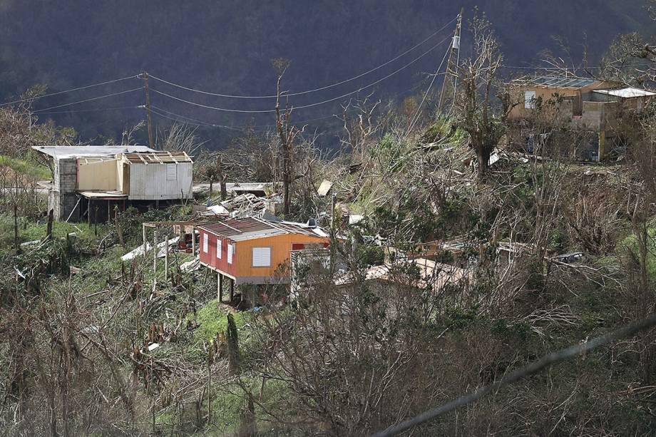 Casas destruídas após a passagem do furacão Maria são vistas na região de Progreso Barrio Pulguillas, Porto Rico