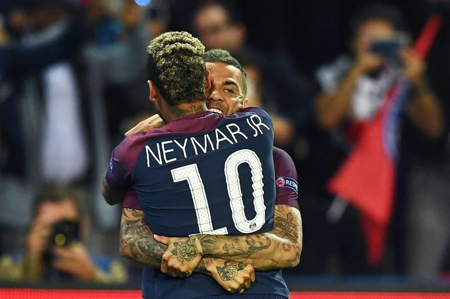 Dani Alves, do PSG, comemora o gol contra o Bayern de Munique no estádio Parc des Princes, pela 2ª rodada da fase de grupos da Liga dos Campeões - 27/09/2017