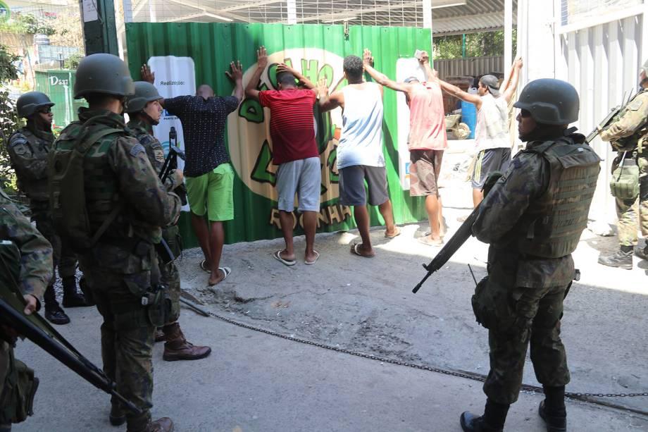 Operações das Forças Armadas durante o segundo dia de ocupação na Rocinha, no Rio - 23/09/2017