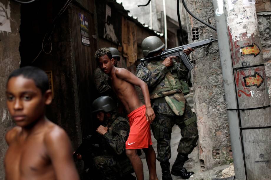Soldados das Forças Armadas do Brasil ocupam a Favela da Rocinha após os confrontos violentos entre policiais e traficantes na manhã desta sexta-feira - 22/09/2017