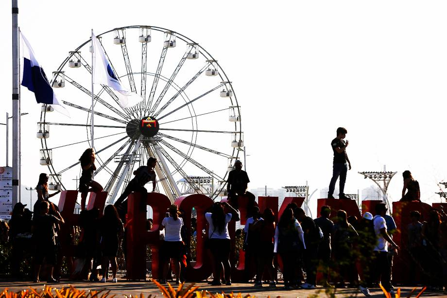 Movimentação do público no Parque Olímpico, na Barra da Tijuca, zona oeste do Rio de Janeiro (RJ), para o segundo dia de shows do Rock In Rio - 16/09/2017