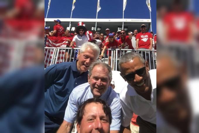 Homem tira selfie com três ex-presidentes dos Estados Unidos
