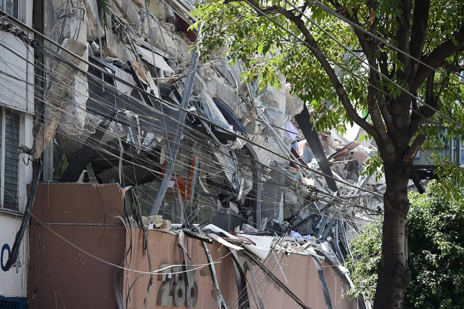 Prédio fica com fachada completamente destruída após terremoto atingir a Cidade do México, capital mexicana