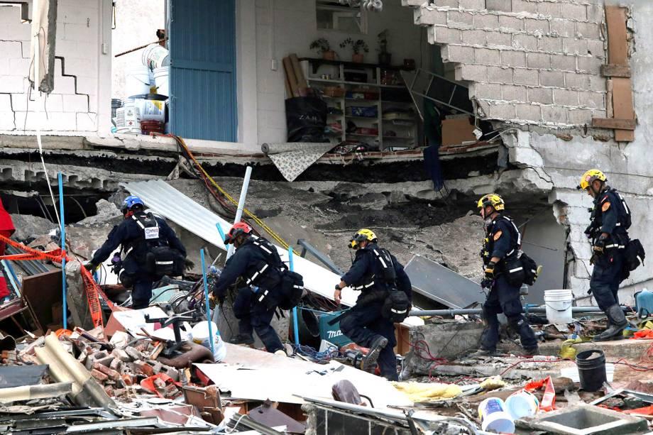 Equipes de resgate procuram por sobreviventes após novo terremoto atingir a Cidade do México - 23/09/2017