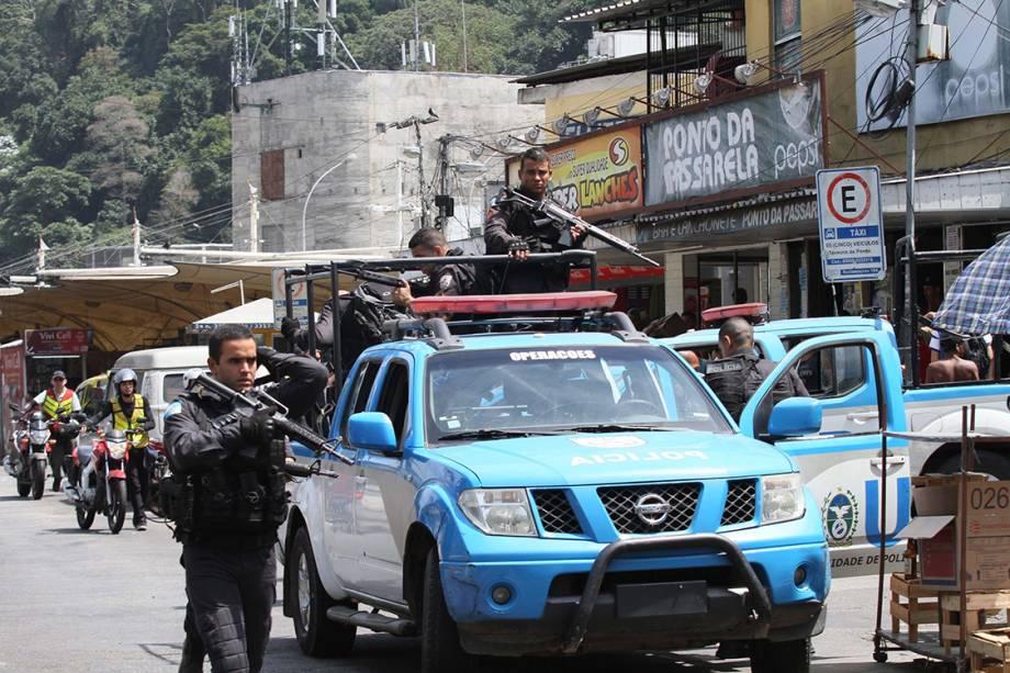 Tiroteio em um dos acessos à favela da Rocinha, na Zona Sul do Rio de Janeiro, fecha a autoestrada Lagoa-Barra nos dois sentidos. - 22/09/2017