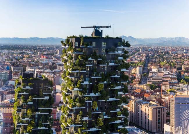 Oito edifícios com os mais encantadores jardins verticais