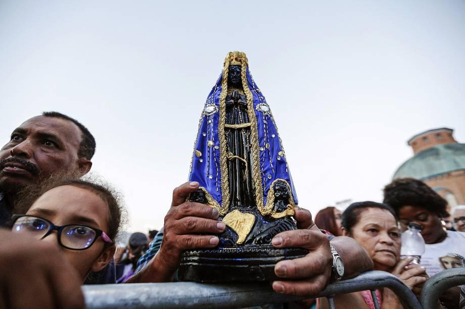 Movimentação de fiéis e devotos na basílica e santuário de Nossa Senhora de Aparecida, feriado que marca os 300 anos da descoberta da imagem da Padroeira do Brasil por pescadores no rio Paraíba - 12/10/2017