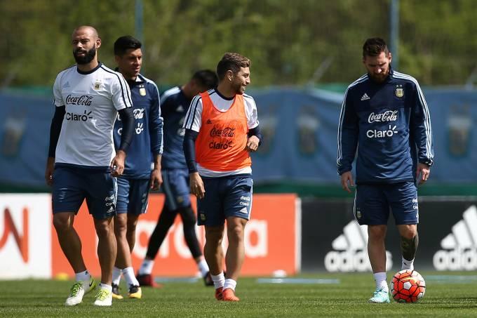 Jogadores da Seleção Argentina durante treino antes do jogo contra o Equador, em Buenos Aires