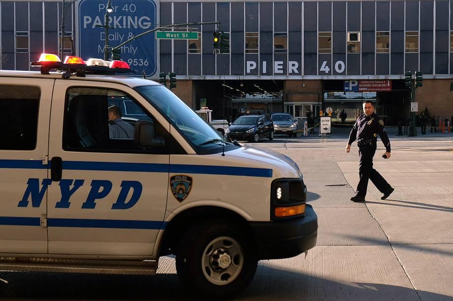 Um veículo invadiu uma ciclovia e deixou pelo menos oito mortos em Nova York, na região sul de Manhattan - 31/10/2017