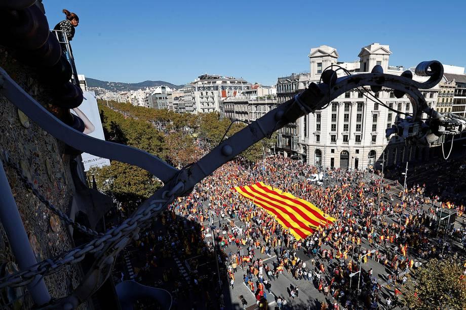 Manifestantes contrários à independência da Catalunha saem às ruas em Barcelona - 29/10/2017