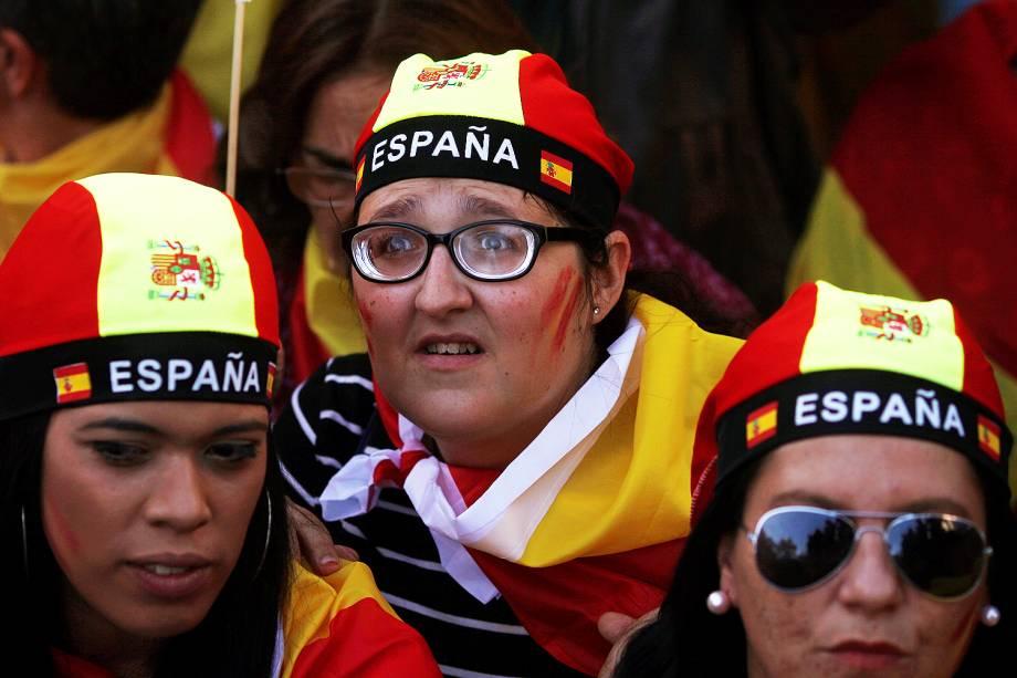 Milhares de espanhóis vão às ruas contra a independência catalã