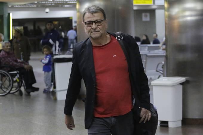 Cesare Battisti chega ao Aeroporto de Cumbica