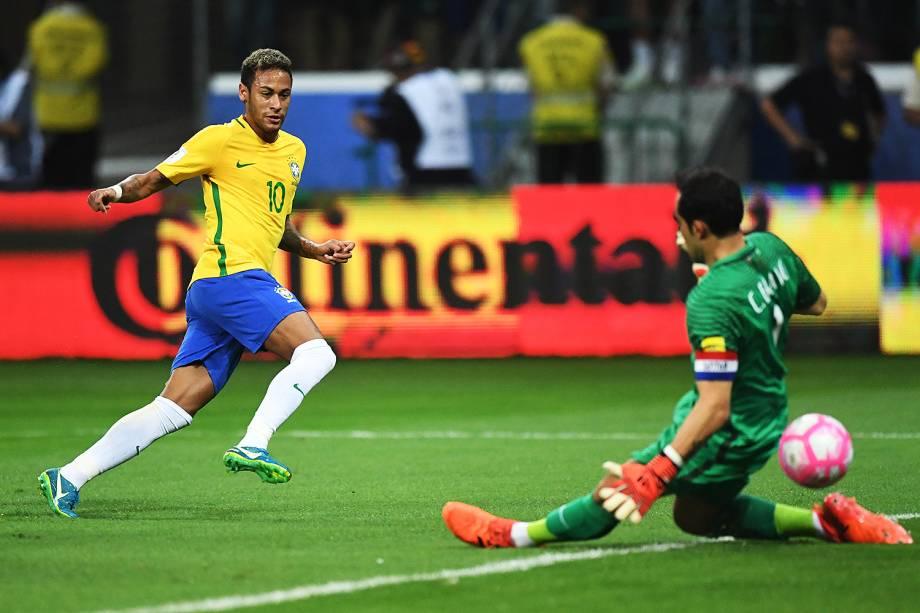 Neymar em lance na partida contra o Chile, pelas Eliminatórias da Copa da Rússia no Allianz Parque, em São Paulo - 10/10/2017