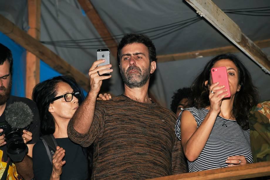 Sonia Braga, Marcelo Freixo e Marina Person, no acampamento do MTST, em São Bernardo do Campo - 30/10/2017