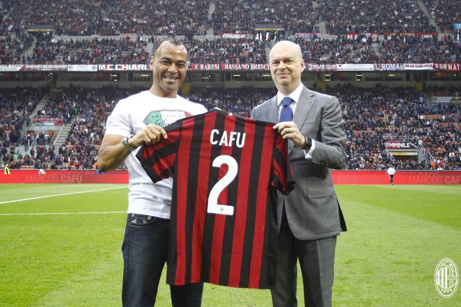 Ídolo do Milan, Cafu é homenageado no San Siro