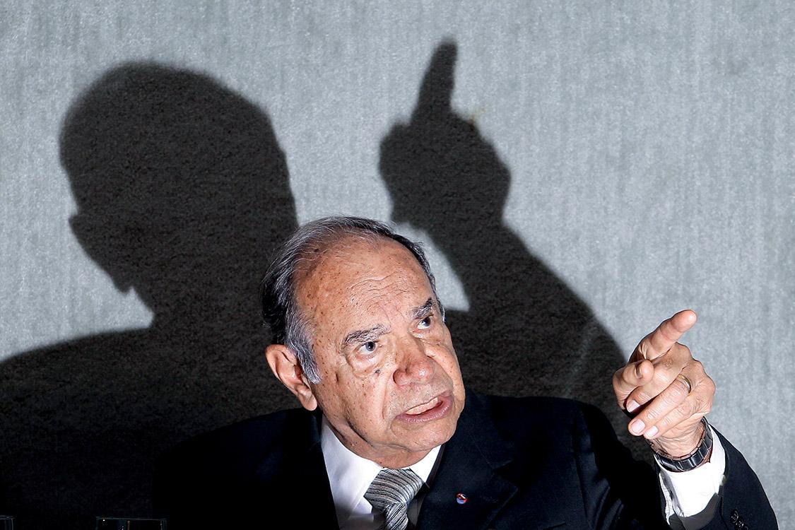 DF - COMISS¿O DA VERDADE/USTRA - POLÕTICA - O coronel reformado do ExÈrcito Carlos Alberto Brilhante Ustra presta depoimento na Comiss¿o Nacional da Verdade, em BrasÌlia, nesta sexta-feira (10). Antes das perguntas, Ustra fez um depoimento inicial em que defendeu sua atuaÁ¿o no perÌodo militar. 10/05/2013 - Foto: DIDA SAMPAIO/ESTAD¿O CONTE¿DO