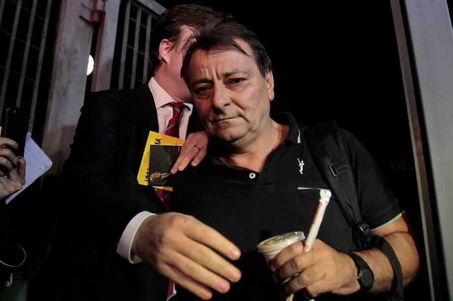 Ex-ativista italiano, Cesare Battisti, condenado na Itália à prisão perpétua por 4 homicídios na década de 70, foi solto após sete horas de prisão. Concedido o habeas corpus, Battisti deixou o prédio da Polícia Federal em São Paulo sem falar com jornalistas - 13/03/2015