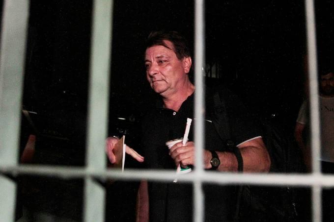 Ex-ativista italiano, Cesare Battisti, condenado na Itália à prisão perpétua por 4 homicídios na década de 70, foi solto após sete horas de prisão. Concedido o habeas corpus, Battisti deixou o prédio da Polícia Federal em São Paulo sem falar com jornalistas – 13/03/2015