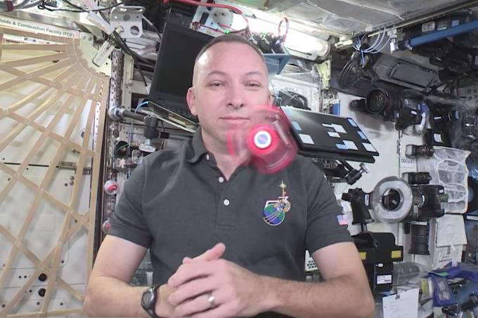 Astronautas levam spinner para o espaço