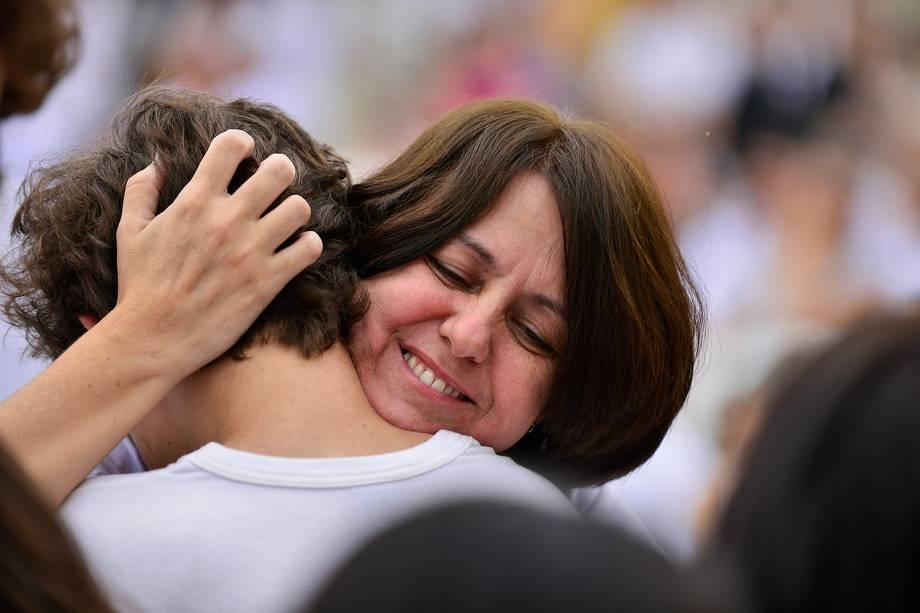 Simone coordenadora do Colégio Goyases  - Culto ecumênico em homenagem às vítimas de tragédia em escola  Goyases, em Goiânia - 24/10/2017