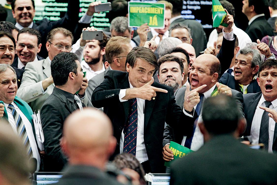 Comissão de Impeachment da presidente Dilma Roussef, parlamentares aprovam requerimento a favor do Impeachment. Jair Bolsonaro (PSC-RJ), comemora resultado.