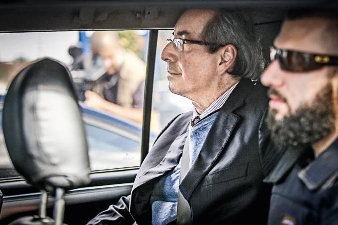 Eduardo Cunha deixa a sede da PF após depor