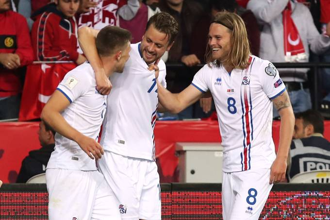 Jogadores da Islândia comemoram gol contra a Turquia, pelas Eliminatórias da Copa da Rússia – 06/10/2017