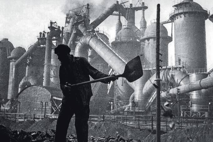 Fábrica-de-ferro-e-aço-em-construção