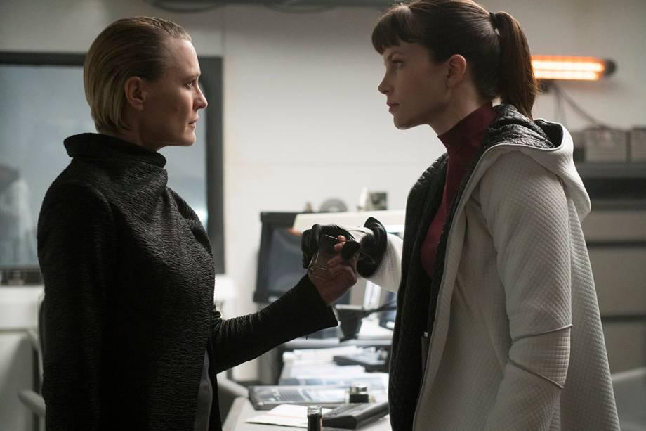 Robin Wright e Sylvia Hoeks em cena do filme 'Blade Runner 2049'