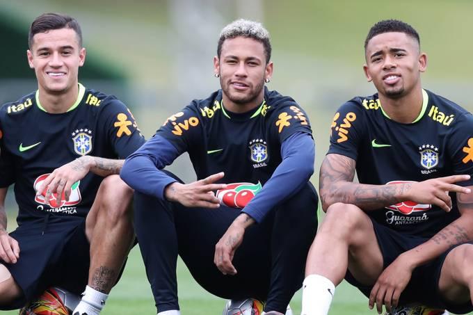 Philippe Coutinho, Neymar e Gabriel Jesus durante o treino da seleção na Granja Comary, em Teresópolis