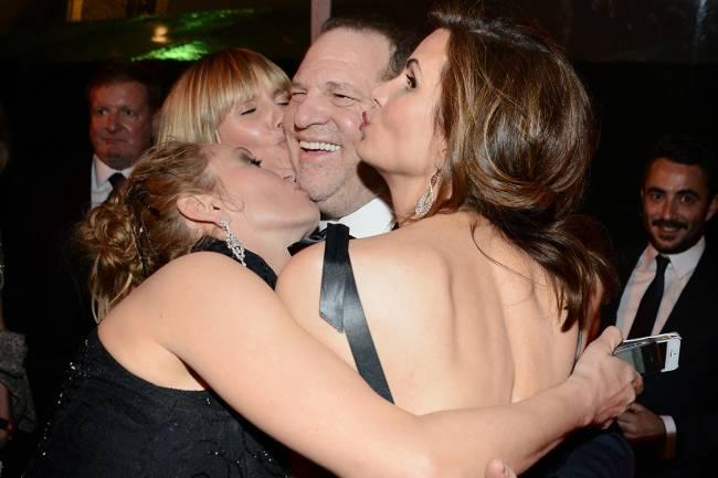 Harvey Weinstein é comprimentado por Heidi Klum e Uma Thurman na festa do Golden Globe 2014, em Beverly Hills, Califórnia
