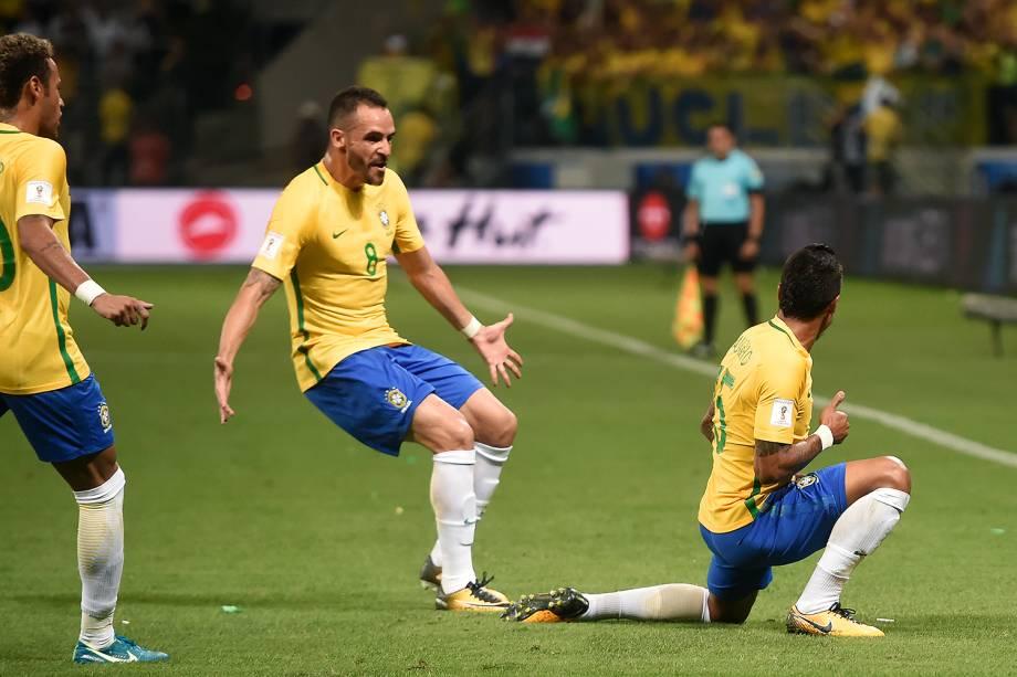 Paulinho comemora após marcar o primeiro gol do Brasil contra o Chile, pelas Eliminatórias da Copa da Rússia no Allianz Parque, em São Paulo - 10/10/2017