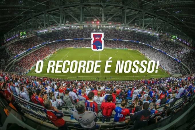 Paraná Clube bate recorde de público