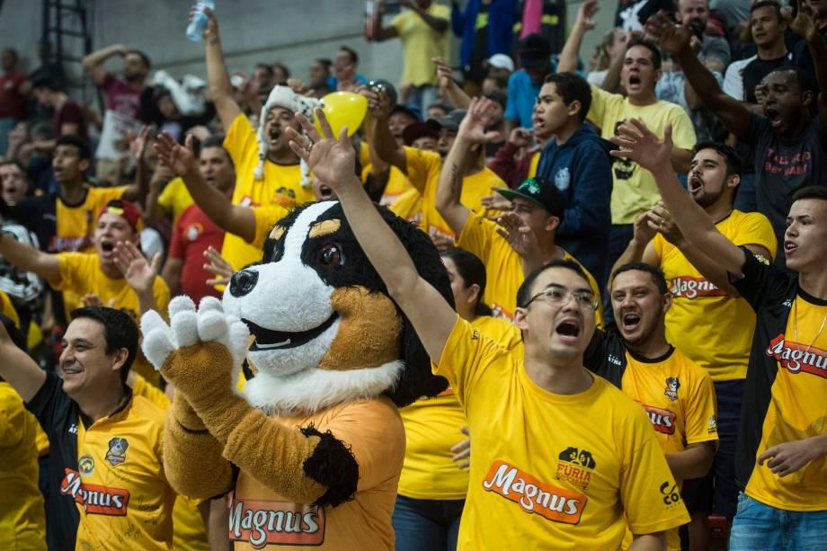 Torcida do Sorocaba durante a final da Liga paulista de Futsal, na Arena Sorocaba, São Paulo
