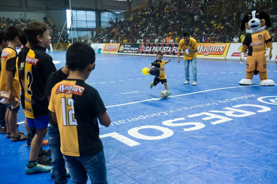 Durante o intervalo do jogo, atividades com crianças torcedoras do Sorocaba foram realizadas e brindes distribuídos