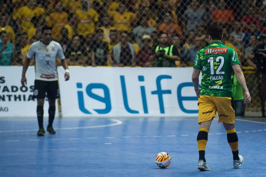 Além de ala, Falcão atuou também como goleiro-linha na final da Liga paulista de futsal