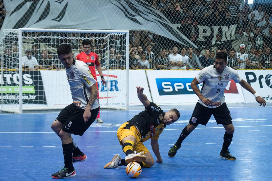 Partida final entre Sorocaba e Corinthians valendo o título da Liga Paulista de Futsal, na Arena Sorocaba, em São Paulo