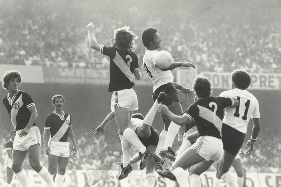 Jogo entre Corinthias e Ponte Preta, pelo Campeonato Paulista, em 1977