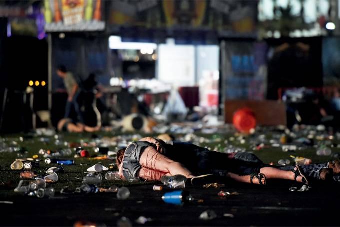 Chuva de balas – Corpos no local onde ocorria um show country em Las Vegas: 22 000 pessoas na mira