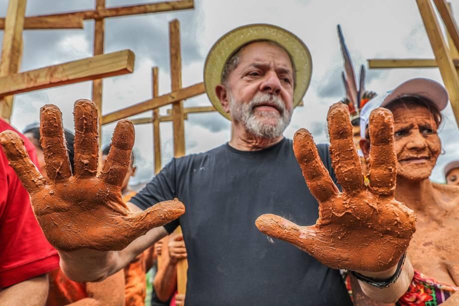Lula visita Bacia do Rio Doce em Governador Valadares, em outubro de 2017.