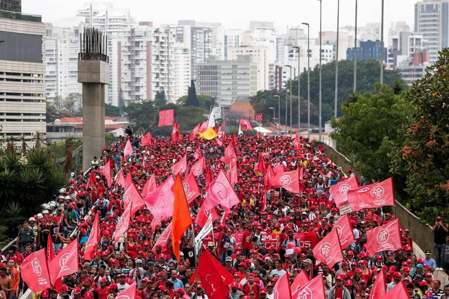 Integrantes da Ocupação Povo Sem Medo, do MTST, realizam marcha de São Bernardo até o Palácio dos Bandeirantes em São Paulo - 31/10/2017