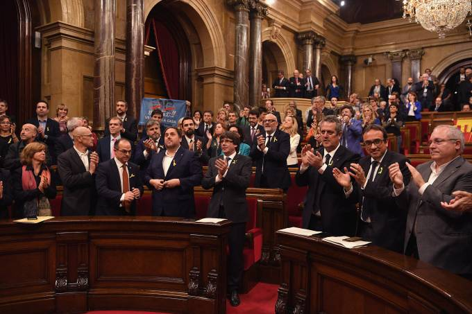 Parlamento da Catalunha declara independência da Espanha