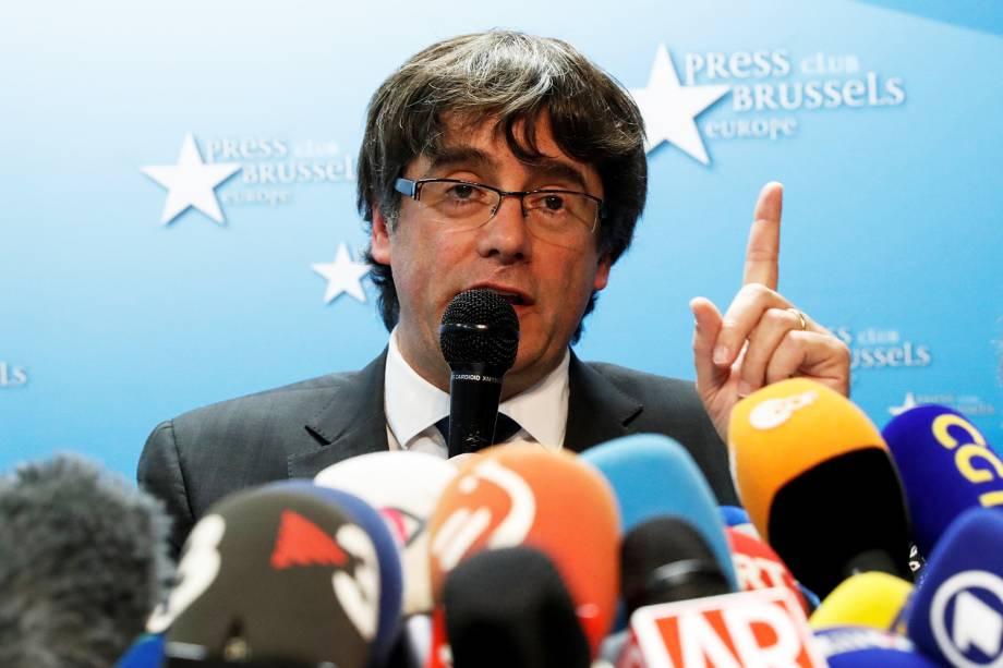 O presidente destituído da Catalunha, Carles Puigdemont, concede entrevista em um centro de conferências de Bruxelas, capital da Bélgica - 31/10/2017