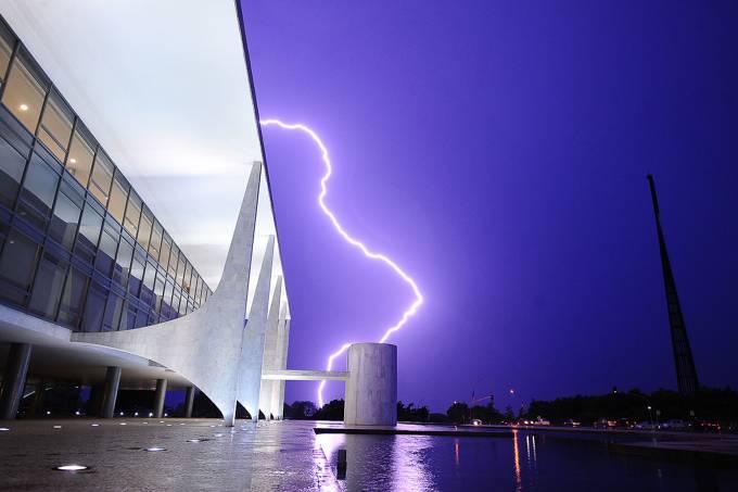 Tempestade próxima ao Palácio do Planalto