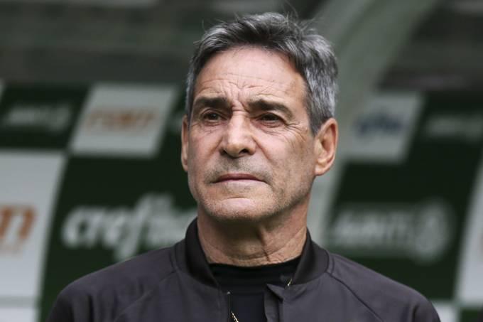 O técnico Paulo Cesar Carpegiani